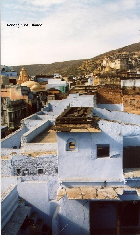 bundi, view from guesthouse roof terrace_gira