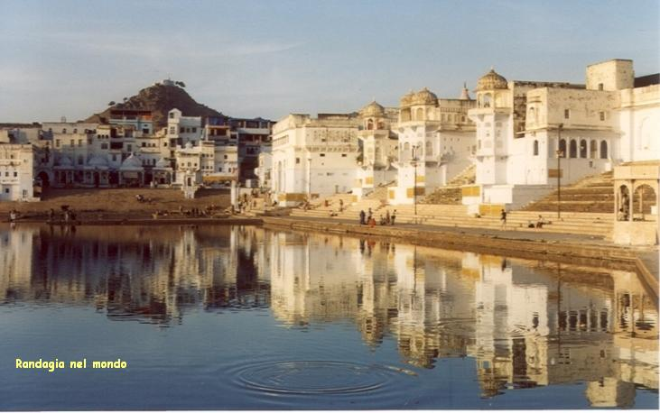 pushkar, view on the ghats