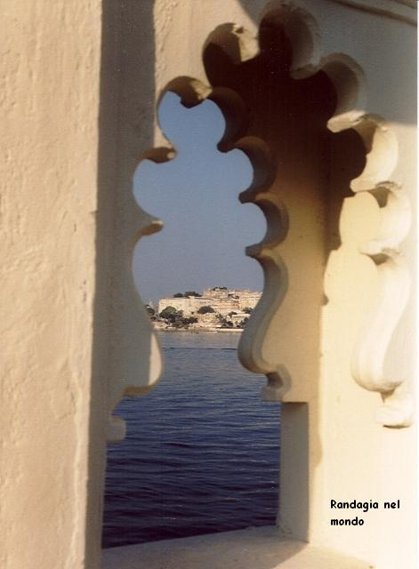 udaipur, view from jagmandir island