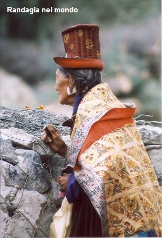 woman in nubra valley 3_resized